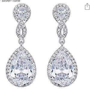 Jewelry - Brand new Crystal earrings